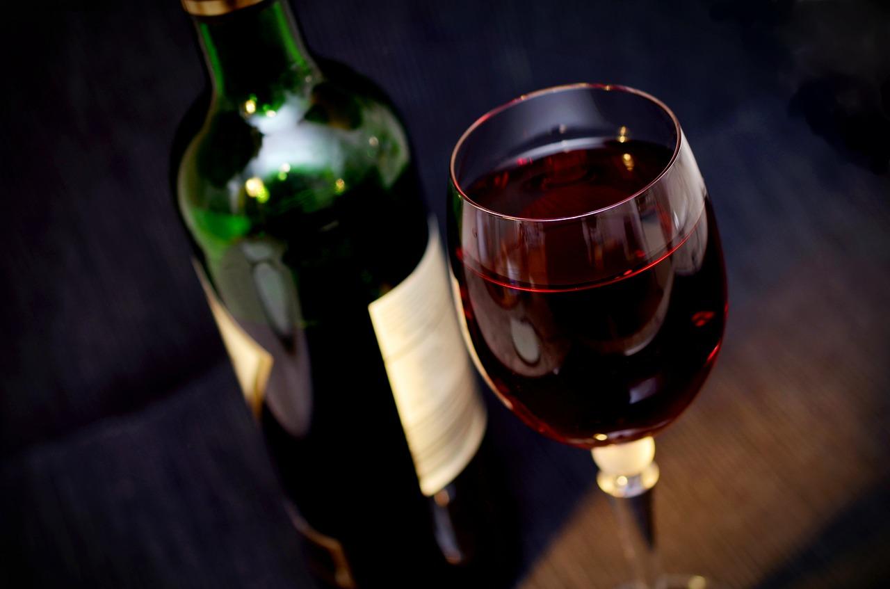 Guter Wein als Trinkkultur beim romantischen Abendessen