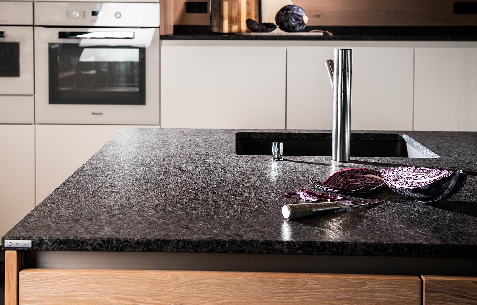 Die Wahl der richtigen Küchenarmatur | Strasser Steine