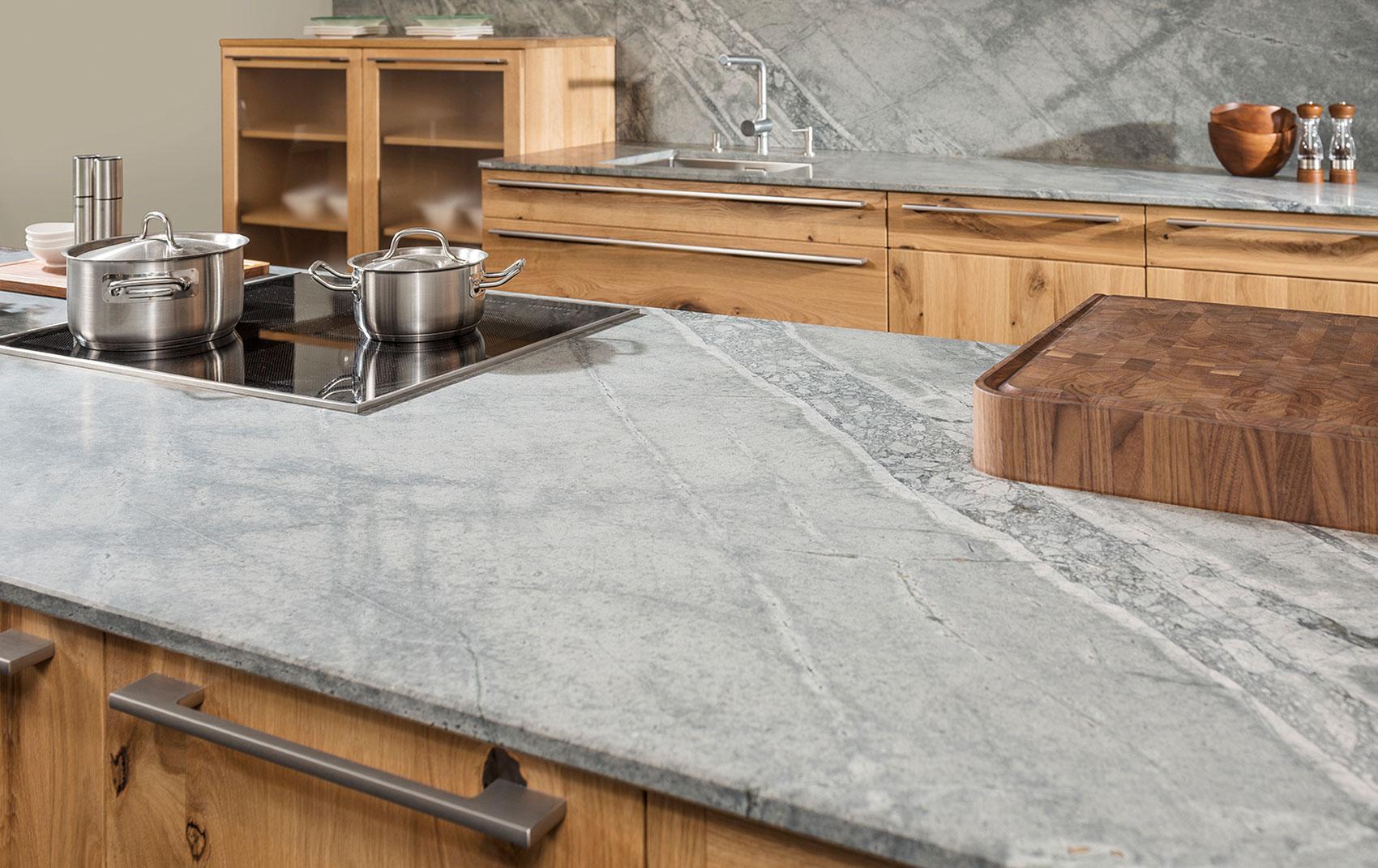 Küchentrend Stein mit Holz | Strasser-Steine