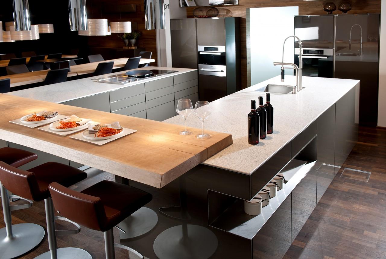 """Küche mit Natursteinarbeitsplatte """"Imperial White"""" von STRASSER Steine"""