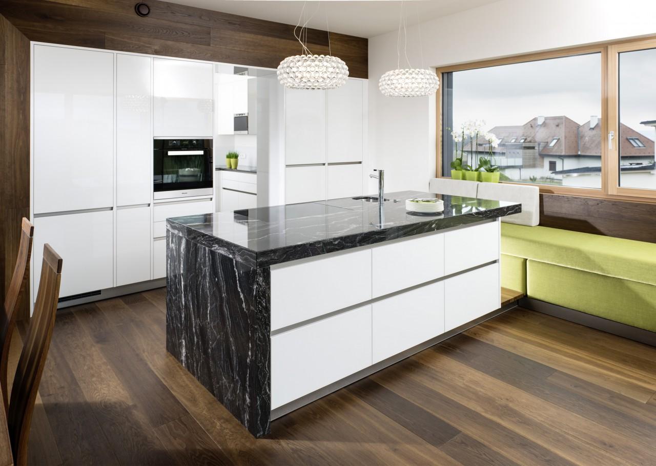 """Kücheninsel aus Naturstein """"Black Skorpion"""" von STRASSER Steine"""