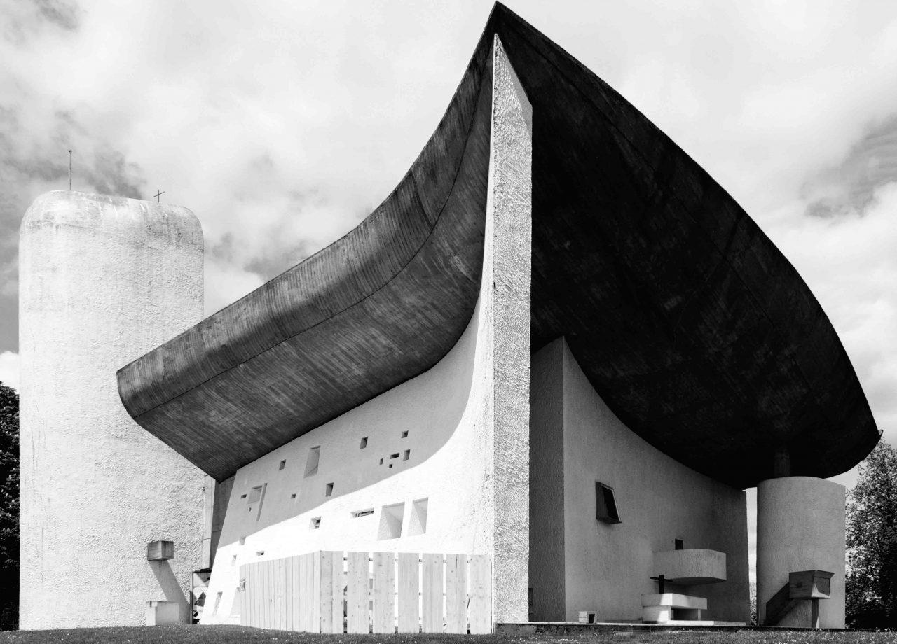 Kapelle von Ronchamp am Wallfahrtsort Notre Dame du Haut des Architekten Le Corbusier