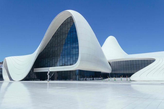 Das Haydar Aliyev Centre, entworfen von Zaha Hadid.