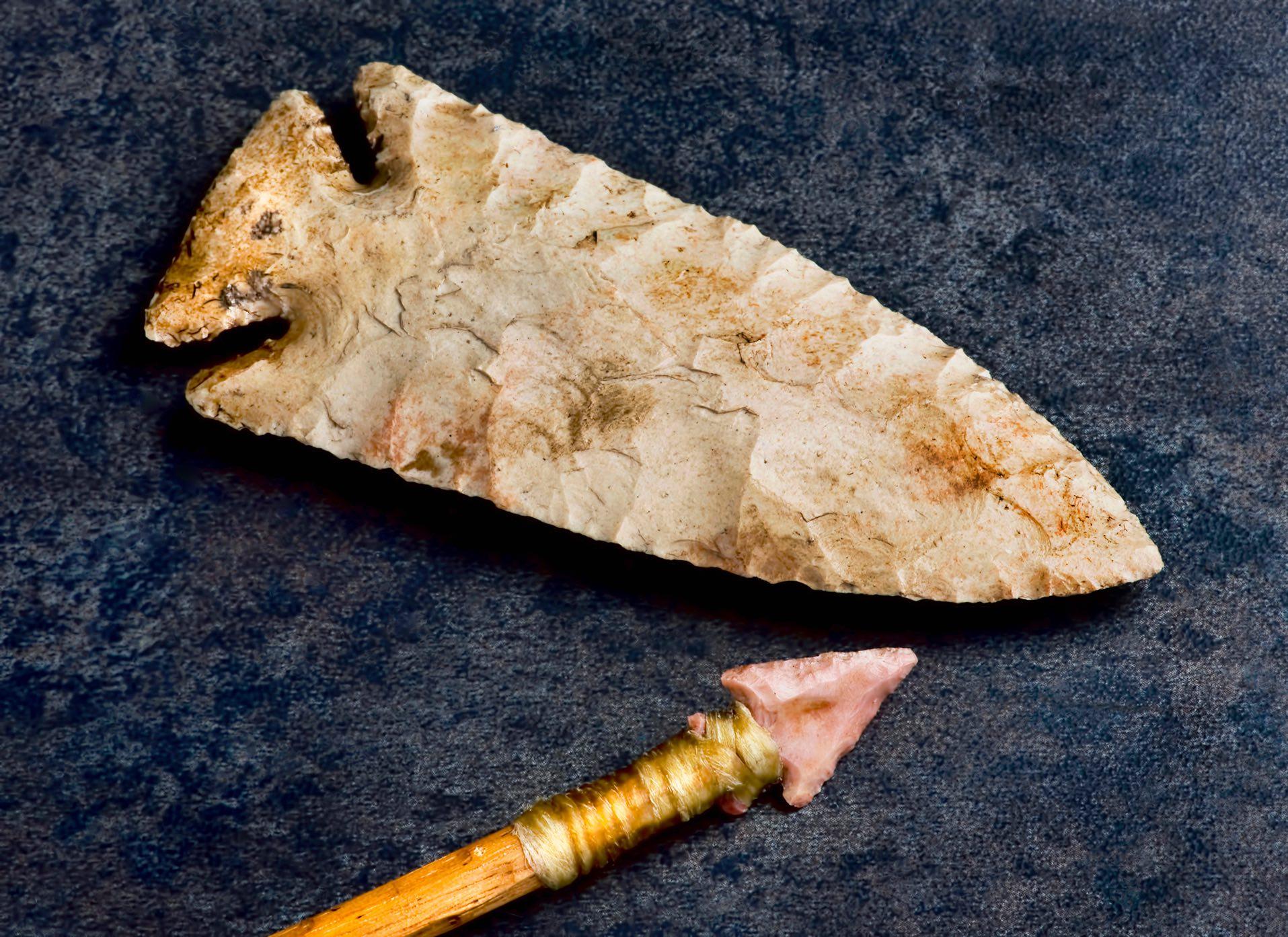 Stein als Werkzeug und Pfeilspitze
