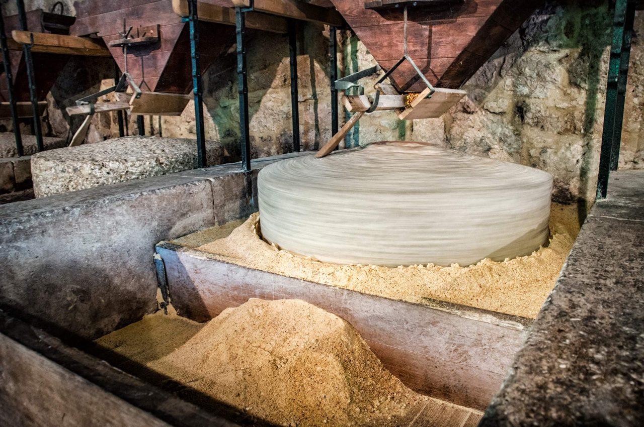 Mahlstein zur Getreideverarbeitung