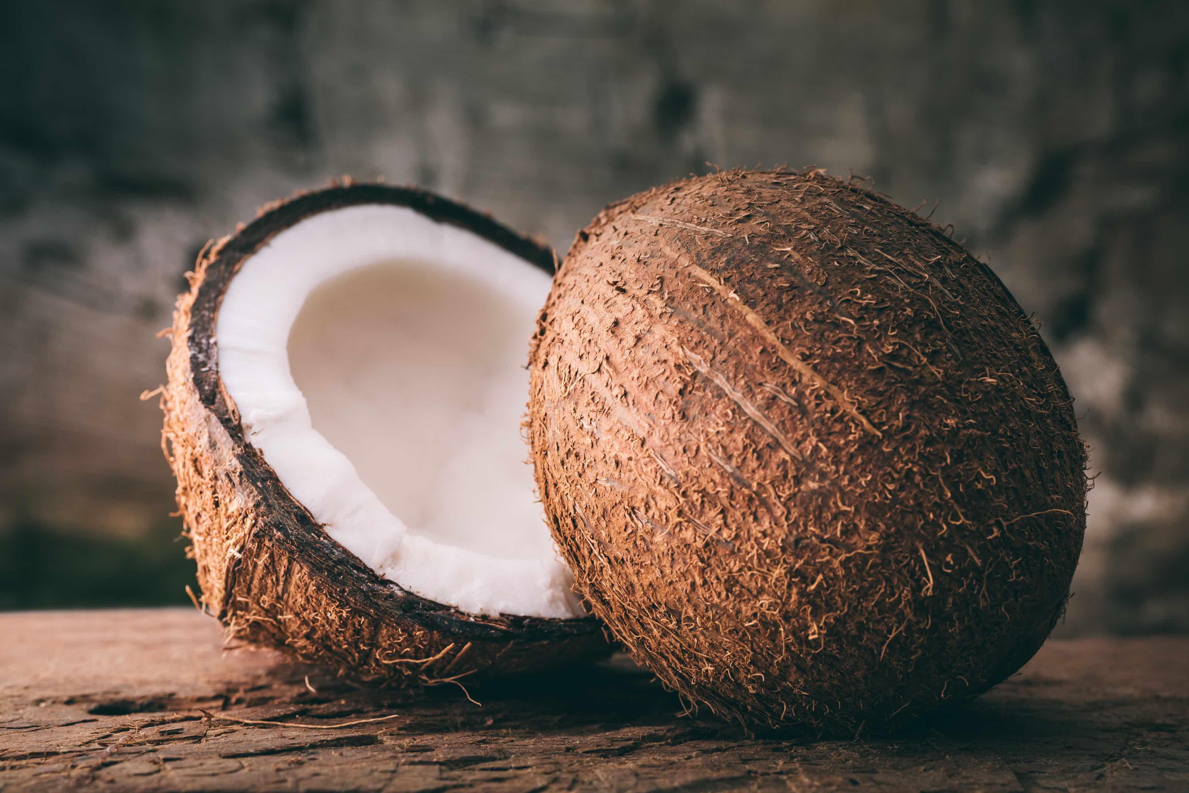 Geöffnete Kokosnuss.