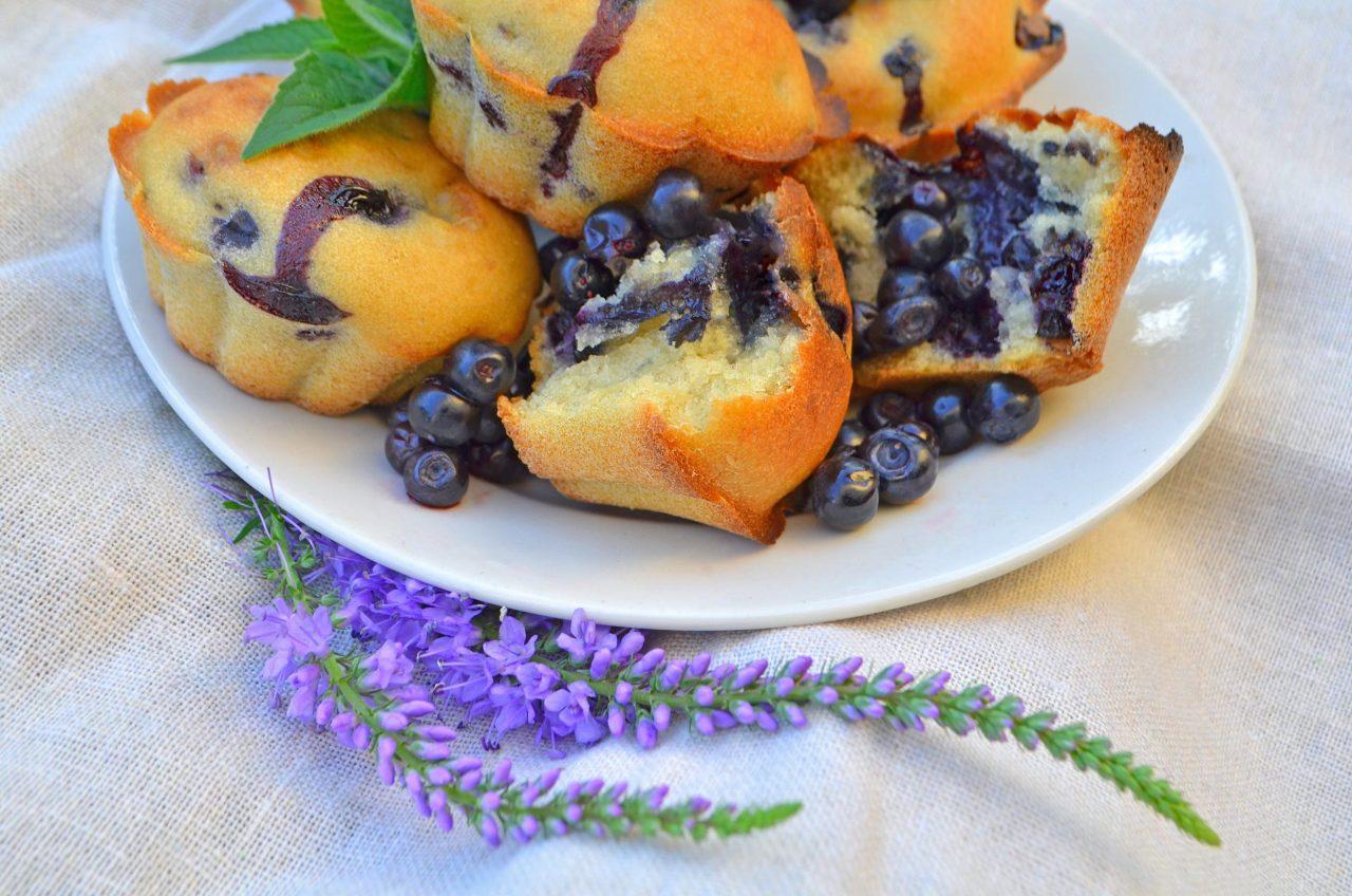 Heidelbeer-Muffins mit Zitrone.
