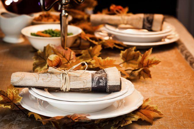 Stilvoll gedeckter Herbst-Tisch