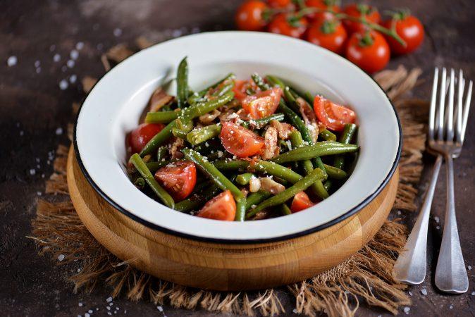 Grüne-Bohnen-Salat mit Tomaten und Speck