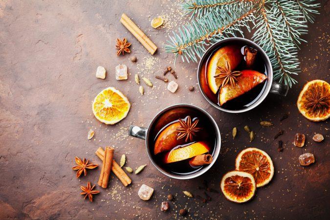 Weihnachtliche Gewürze: Orangen, Zimt, Sternanis