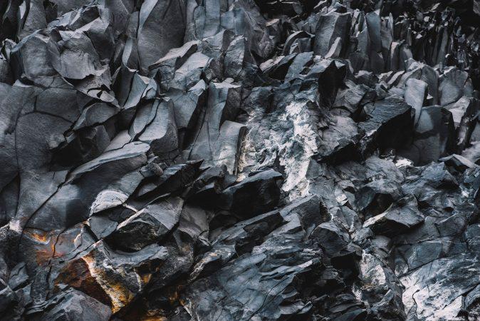 Schwarzer Stein in Island