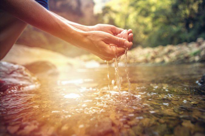 Frisches Quellwasser im Fluss