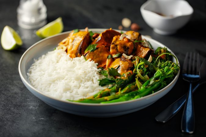 Selbstgekochtes Thai-Curry mit roter Paste