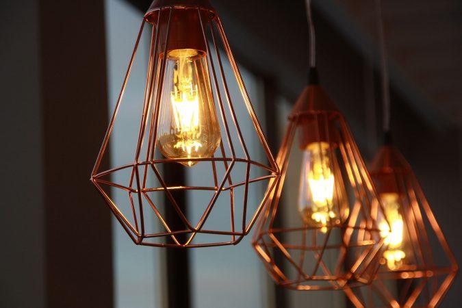 Stylische Lampen mit antiker Glühlampe