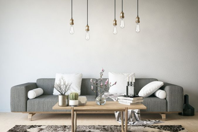 Dekoratives Wohnzimmer mit modernen Glühlampen
