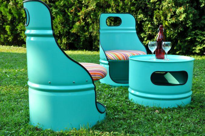 Bunte DIY Möbel als alten Ölfässern