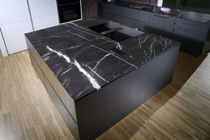 STRASSER Steine Steinarbeitsplatte Marbelous Kücheninsel